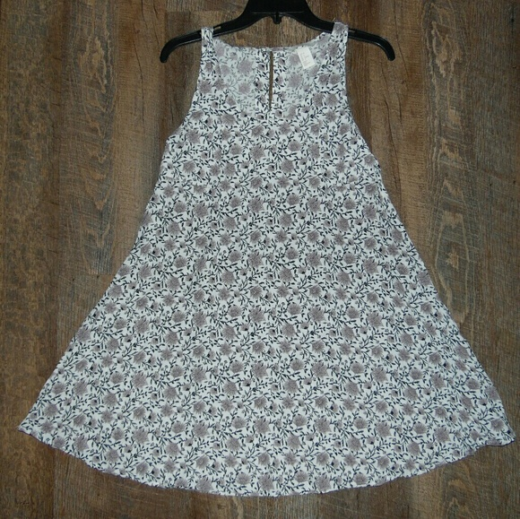 H&M Dresses & Skirts - H&M White Floral Dress